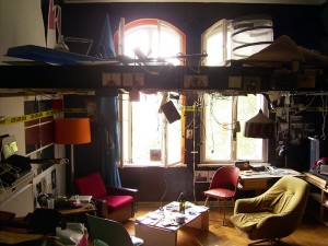 Use your dorm space as creatively to avoid clutter.